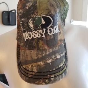 Mossy oak hat.